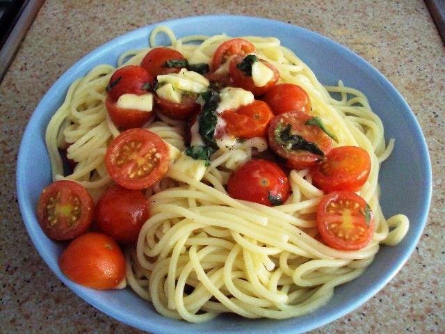Espagueti con Salsa Fresca (Spaghetti)