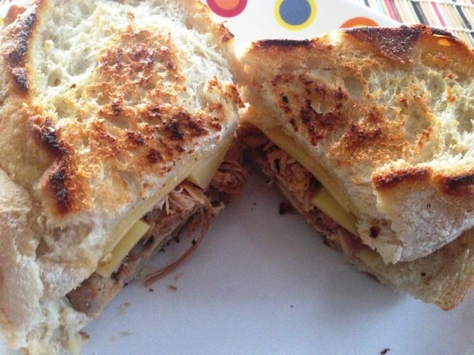 Sandwich de Pollo con Queso Gouda