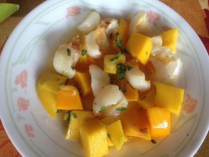 Ensalada de liches con mango, gengibre y menta